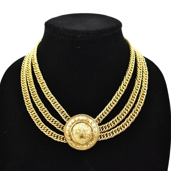 CHANEL Jewelry - CHANEL Gold Chain & Logo Medallion Necklace (mt)